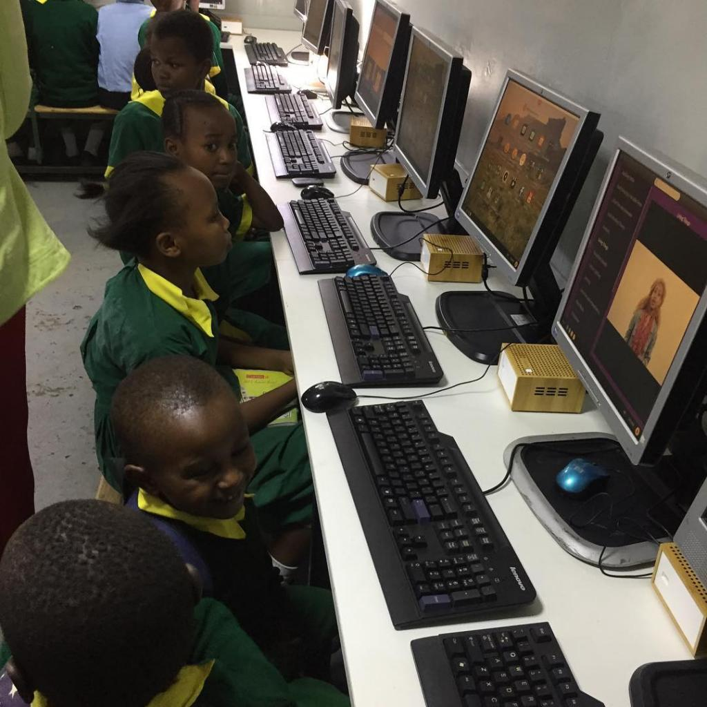 Children use new computer lab